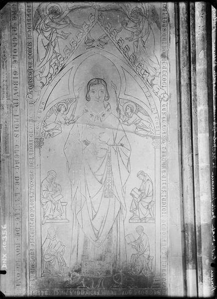 Intérieur, chapelle Saint-Etienne : dalle funéraire d'Etienne de Sens