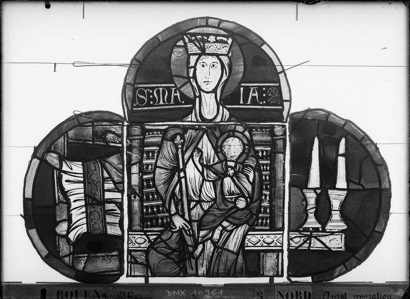 Panneaux de vitrail avant restauration : Vierge à l'Enfant