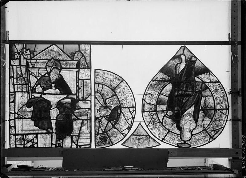 Panneaux de vitrail avant restauration