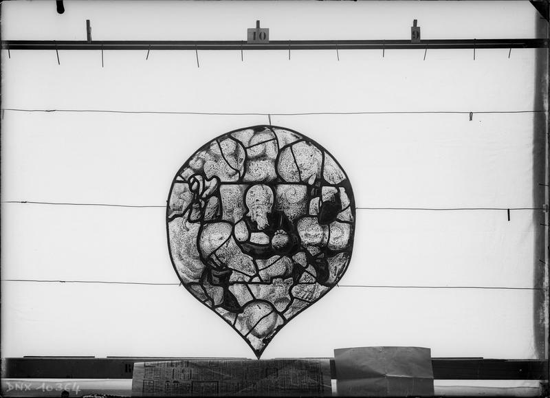 Panneau de vitrail avant restauration
