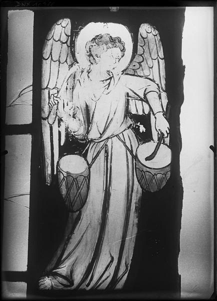 Vitrail, chapelle du chevet dite chapelle de la Vierge, fenêtre nord-est : ange musicien