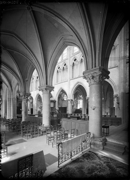 Intérieur, vue transversale du bas-côté sud et de la nef prise vers le nord-ouest