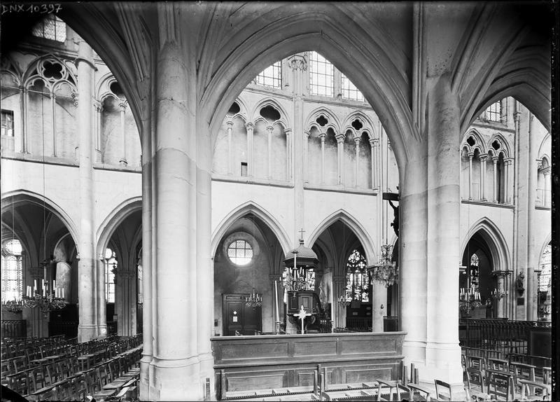 Intérieur, vue transversale de la nef prise du bas-côté sud