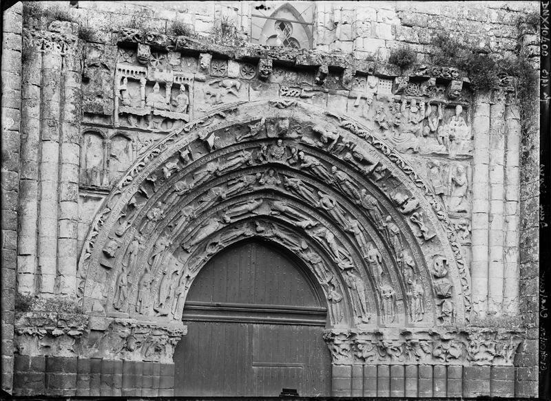 Façade ouest, portail : voussures