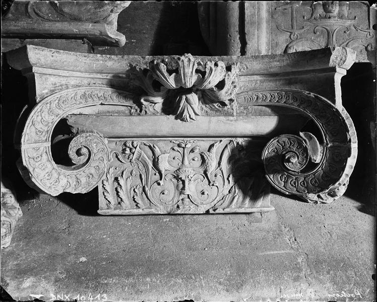 Chapiteau ionique à décor Renaissance