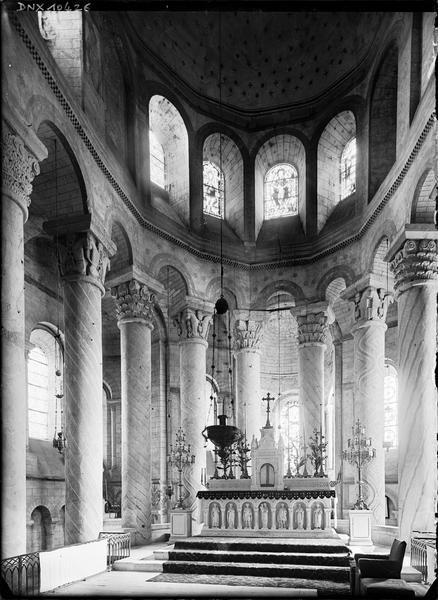 Intérieur : choeur, colonnes peintes