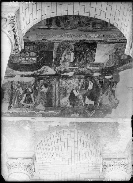 Intérieur, peintures murales ornant la voûte de la nef : l'Arche de Noé, Moïse et le peuple hébreu, Dieu remettant à Moïse les Tables de la Loi