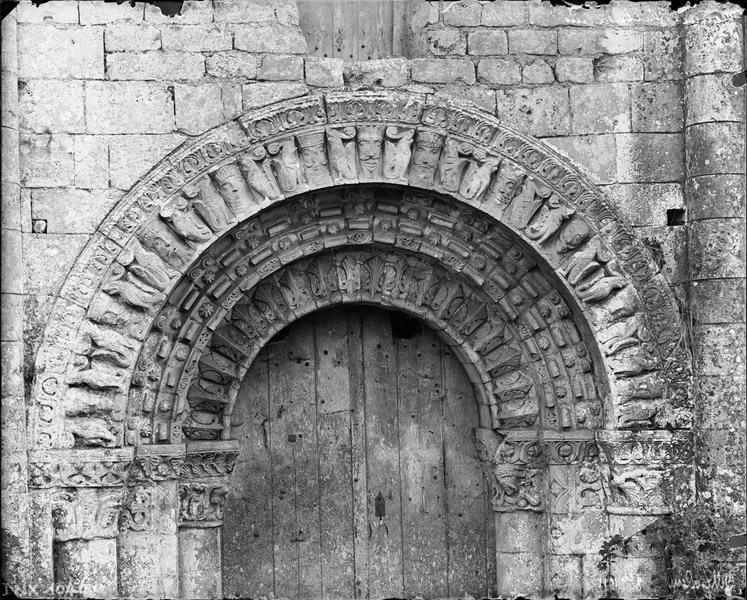 Eglise, façade nord : archivolte du portail