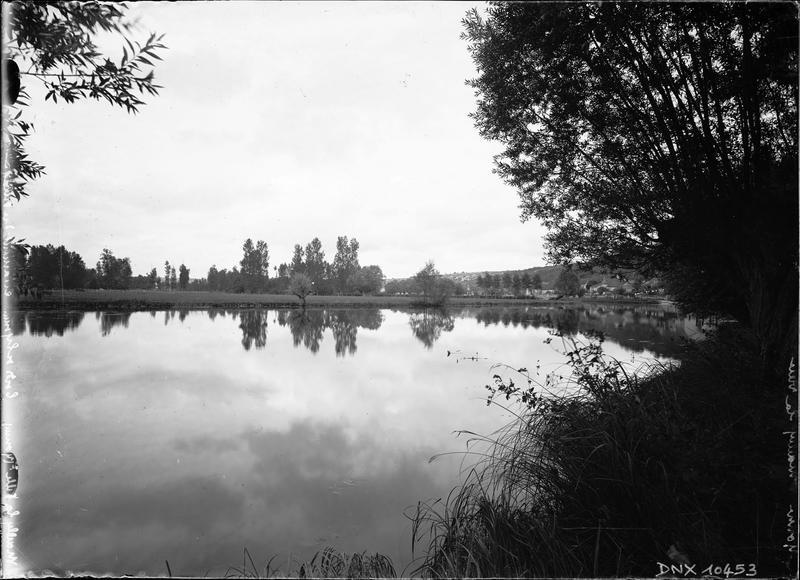 Bords de l'Yonne en amont du village