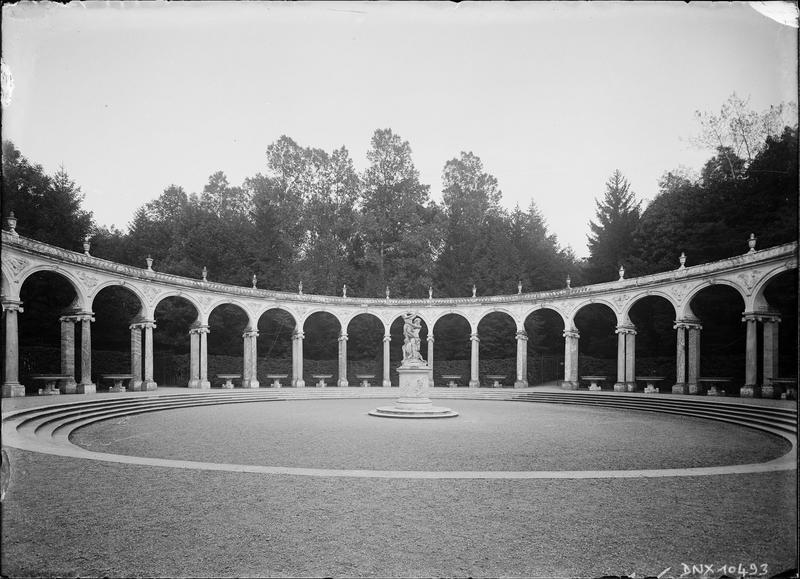 Colonnade de Mansart et groupe sculpté : l'Enlèvement de Proserpine