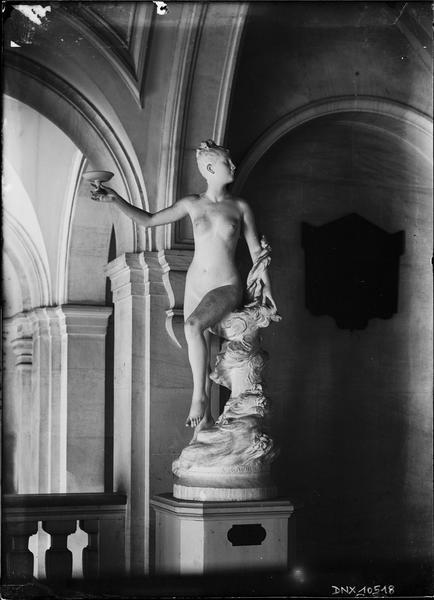 Statue en plâtre d'Hebe