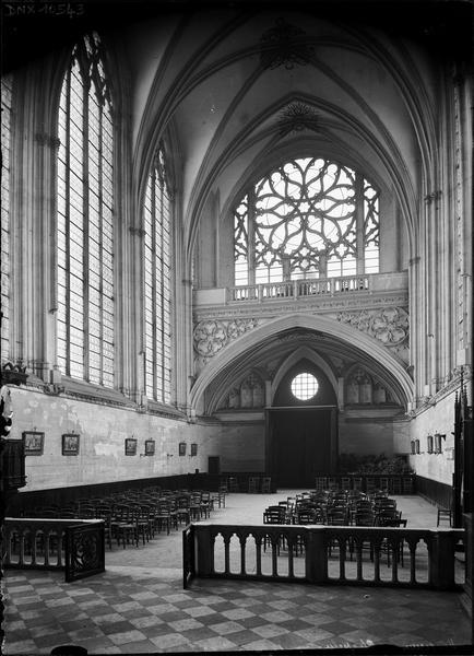 Sainte-Chapelle, intérieur : nef vers l'ouest, vue prise du choeur