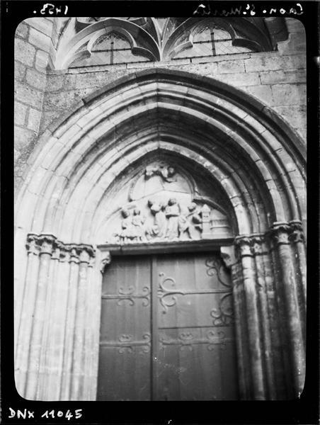 Façade ouest, porte du bas-côté sud