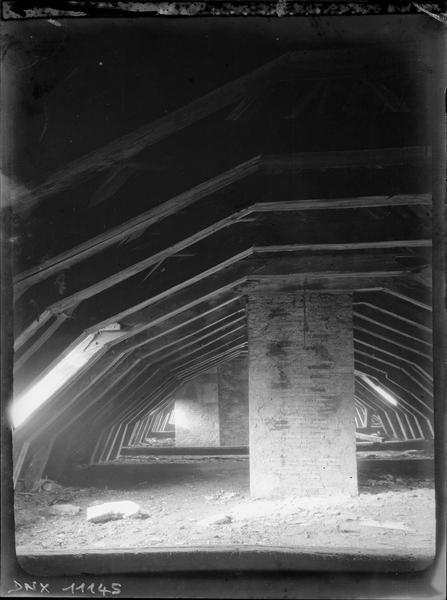 Charpente romane du bâtiment contigu à l'ancien cellier