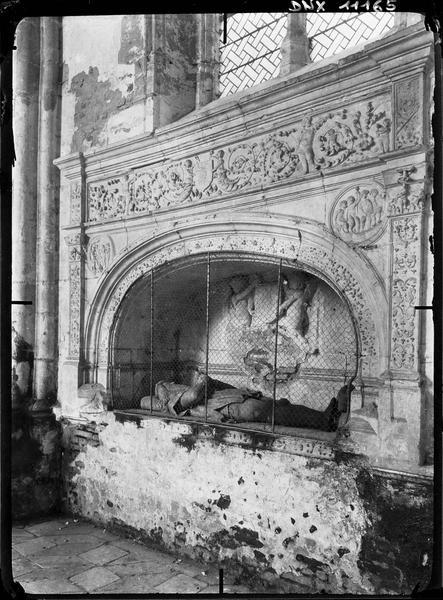 Chapelle : tombeau sous enfeu de Jean de Vienne