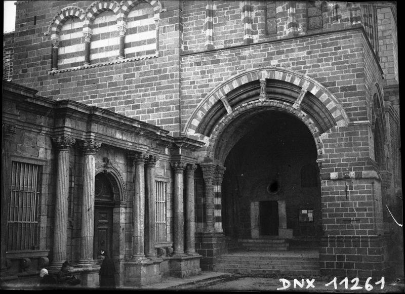 Porte papale et porte de l'évêché
