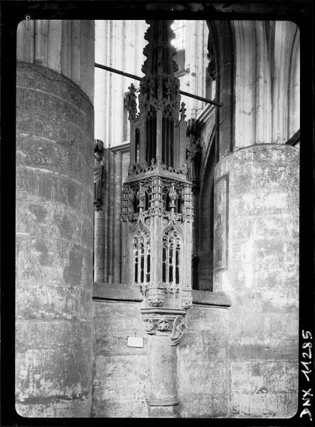 Intérieur : tabernacle