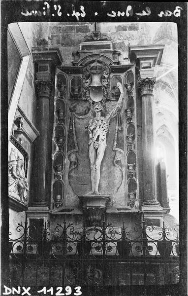 Squelette en pierre, dit le « Transi », provenant du tombeau de René de Châlons