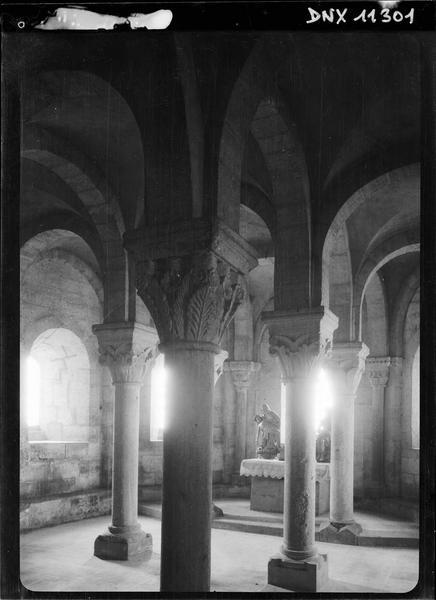 Crypte : colonnes et chapiteaux