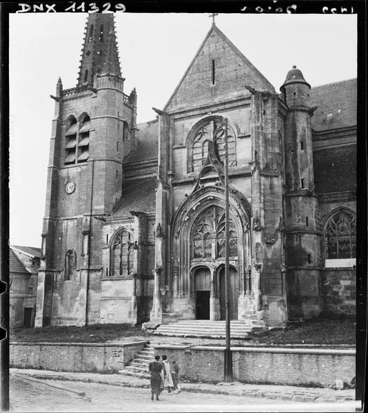 Façade sud : portail et clocher