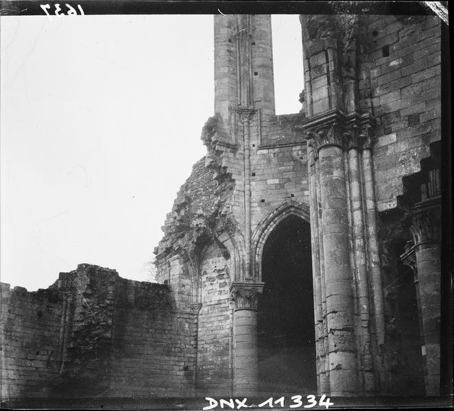 Ruines de l'église : détail