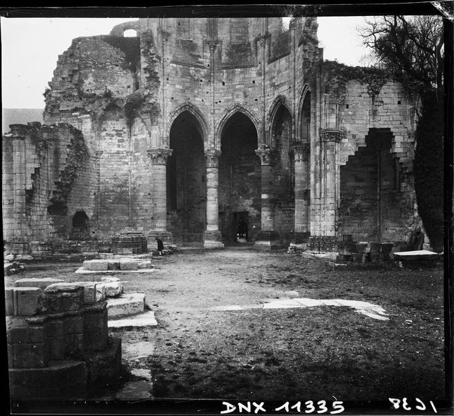 Ruines de l'église : partie basse du choeur