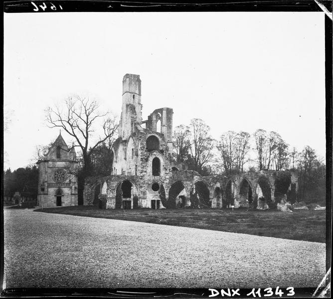 Ruines de l'église et chapelle de l'Abbé