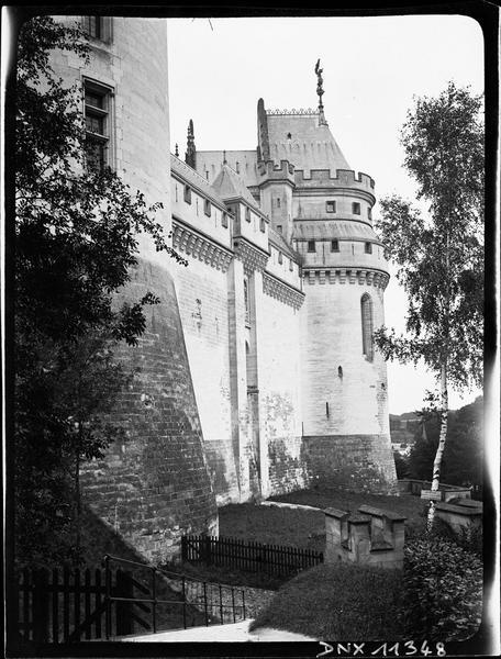 Façade est : vue partielle de la tour Charlemagne et tour Judas Macchabée