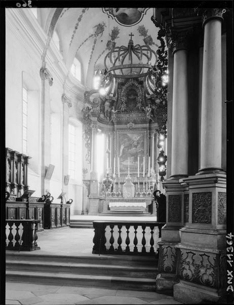 Intérieur, choeur : maître-autel