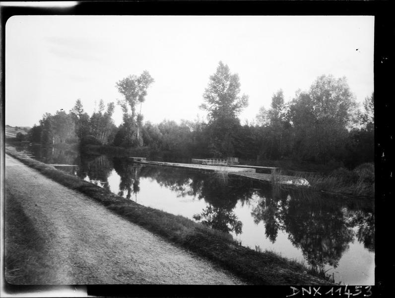 Paysage rural : rives de l'Yonne