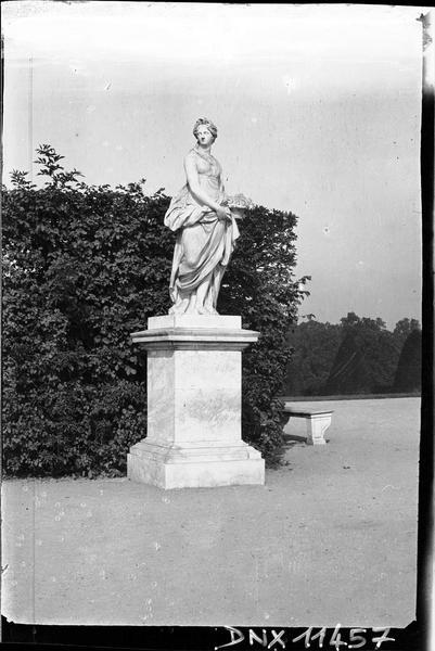 Parterre d'Eau, fontaine du Point du Jour : statue du Printemps