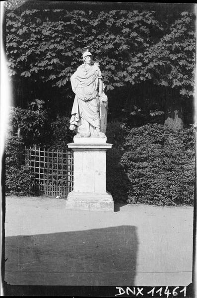 Avenue des Trois Fontaines : statue de l'Europe