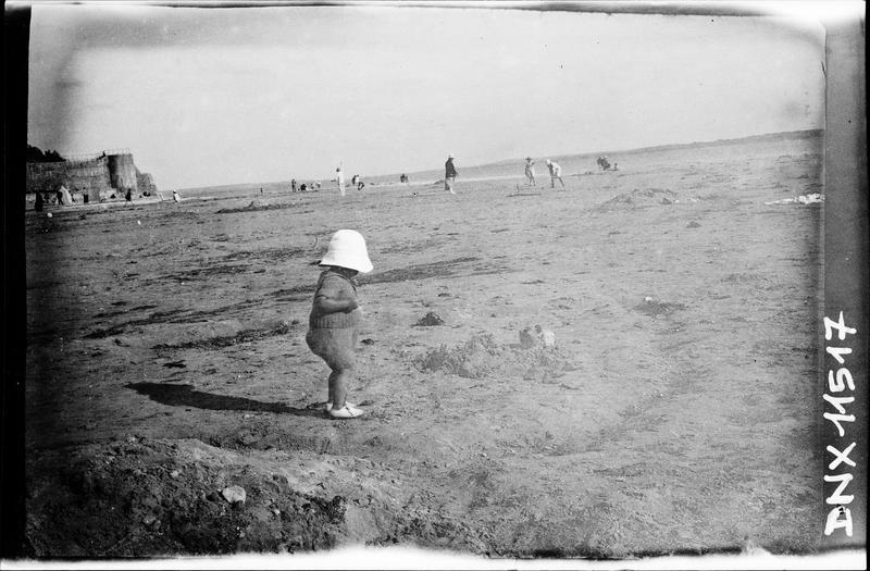 Scène de plage : enfant