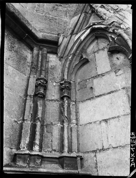 Détail : colonnettes engagées et arc trilobé