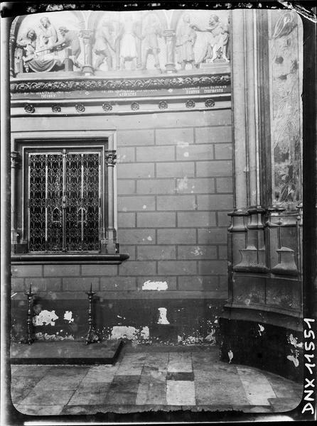 Intérieur, détail d'une fresque : martyre de saint Quentin
