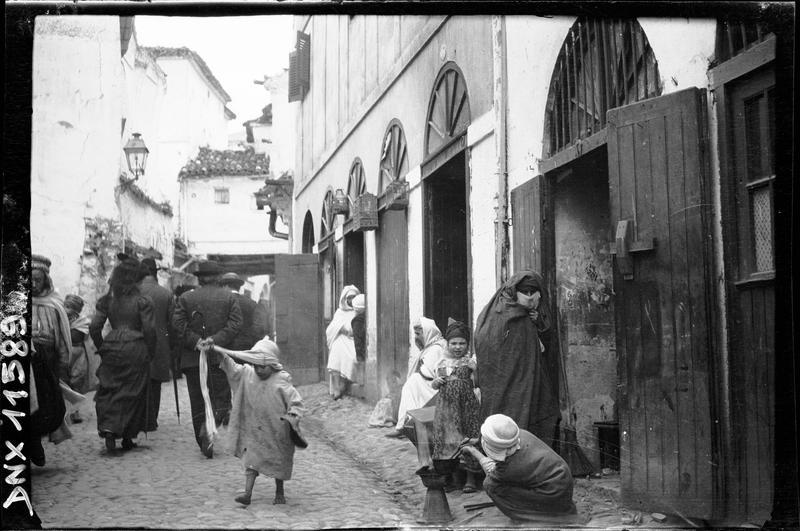 Quartier arabe : une rue animée