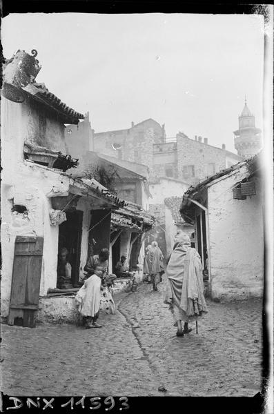 Quartier arabe : une rue bordée d'échoppes