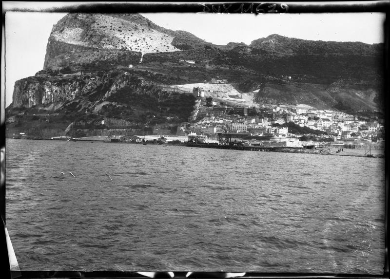 Le Rocher et la ville vus de la mer