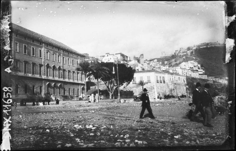 Quartier au pied de la colline