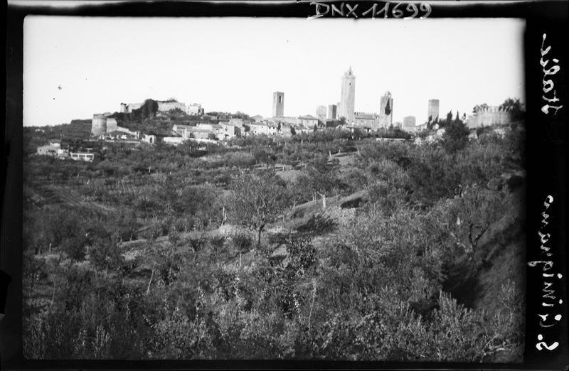 Vue générale de la ville prise des collines