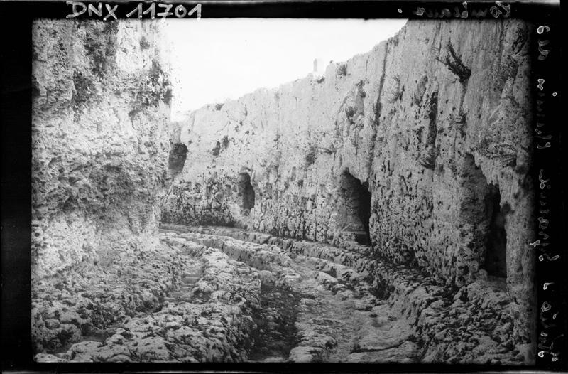 Chemin des tombeaux