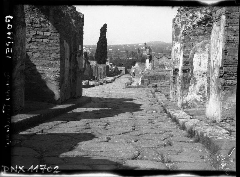 Rue des tombeaux, vue perspective