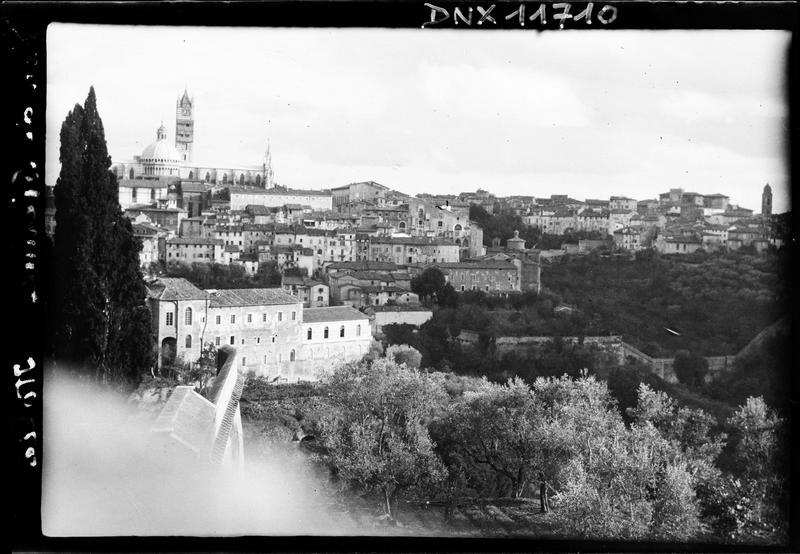 La ville : vue générale du quartier situé autour du Duomo