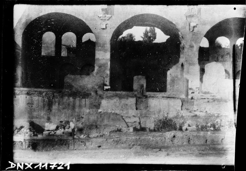 Vue frontale des trois arches