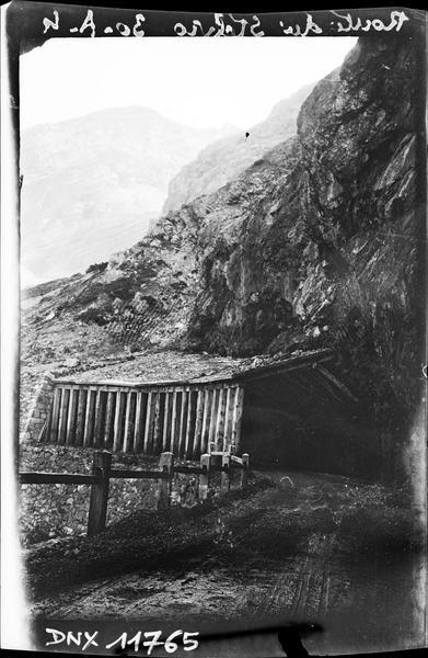Cabane au bord de la route du Stelvio