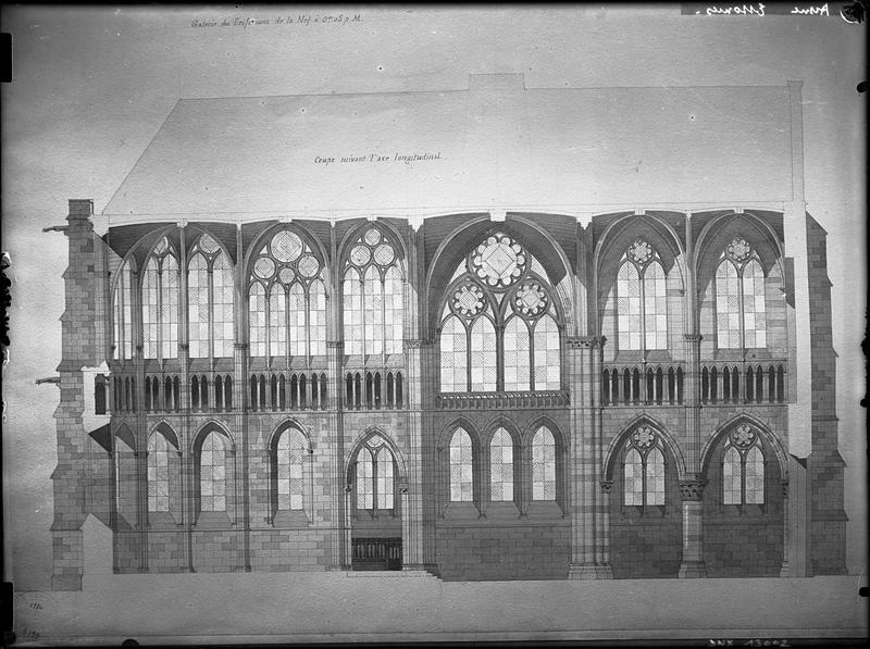 Galerie du triforium de la nef : coupe suivant l'axe longitudinal