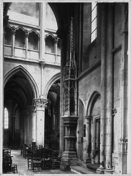 Ciborium et vue diagonale de la nef