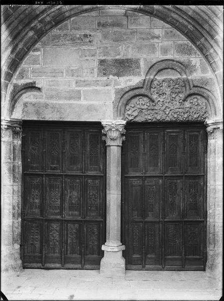 Portail de la façade ouest : vantaux