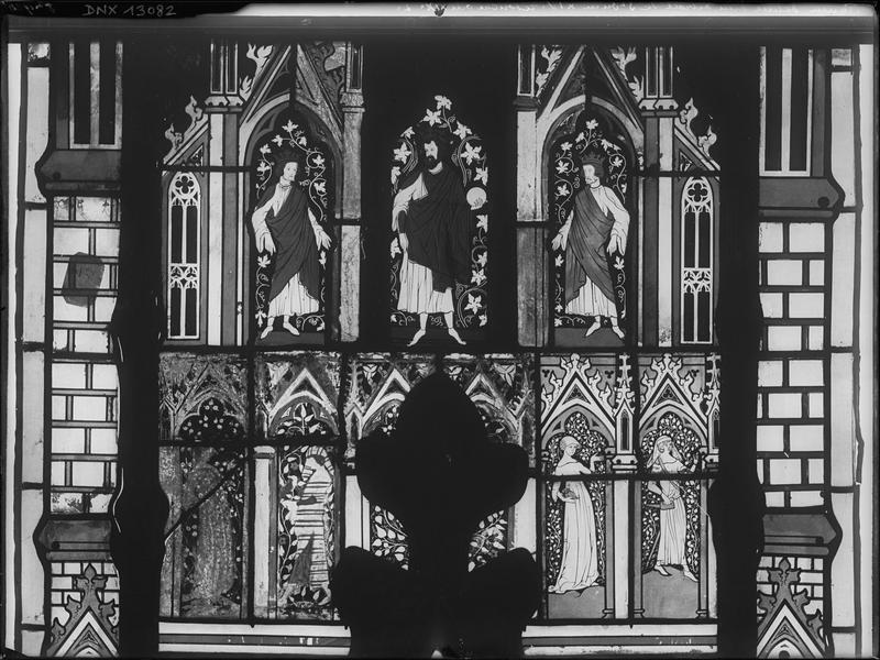 Vitrail du 14e siècle retouché au 19e siècle