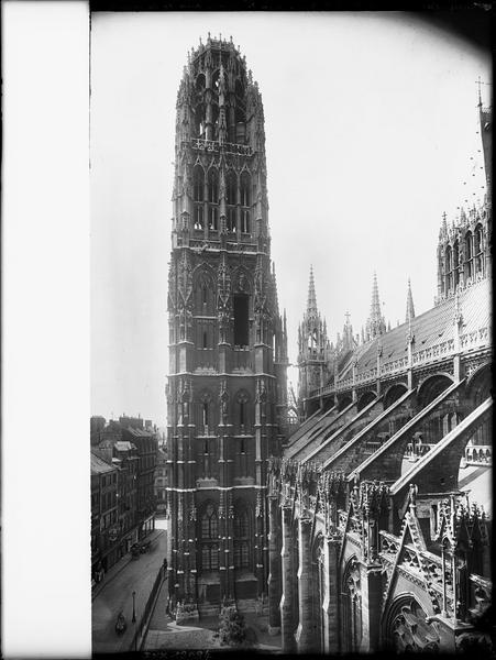 Tour de beurre et arcs-boutants de la façade sud pris de la tour ouest de la Calende